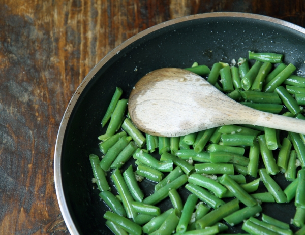 sauteed green beans and garlic