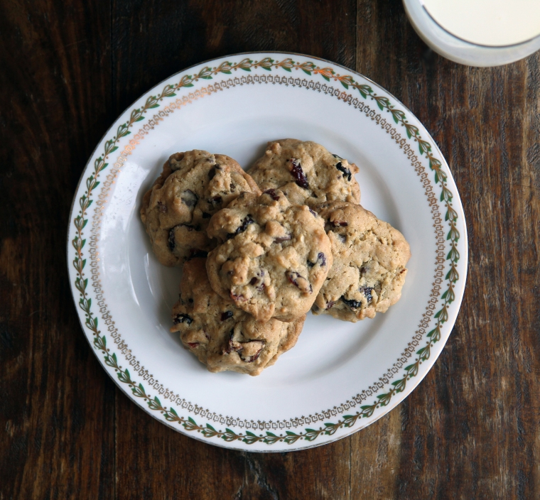 chocolate chip cookies with cranberries and oats